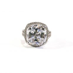 CLASSIC DIAMOND HALO RING
